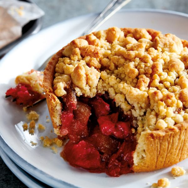 Rhubarb and Strawberry Crumbles 240g
